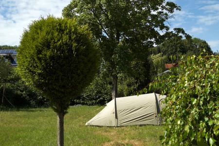 Zelt auf Wiese